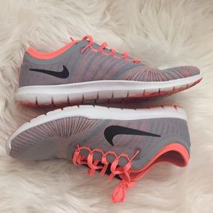 NIKE TRAINING SHOES-PRICE FIRM